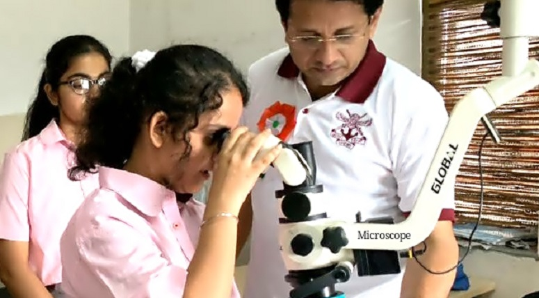 Students explore the life of a dentist at specialised centres of MRIIRS